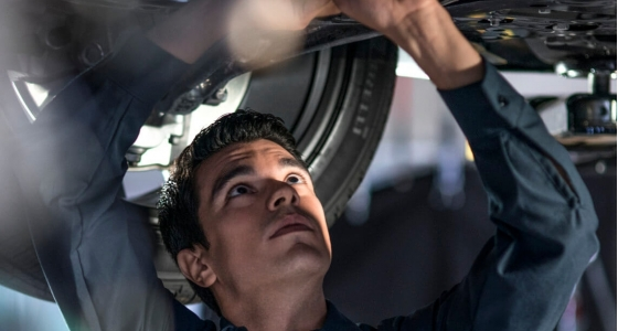 Volvo_service_Tech_under_car_lift_DSC_3794_processed.jpg