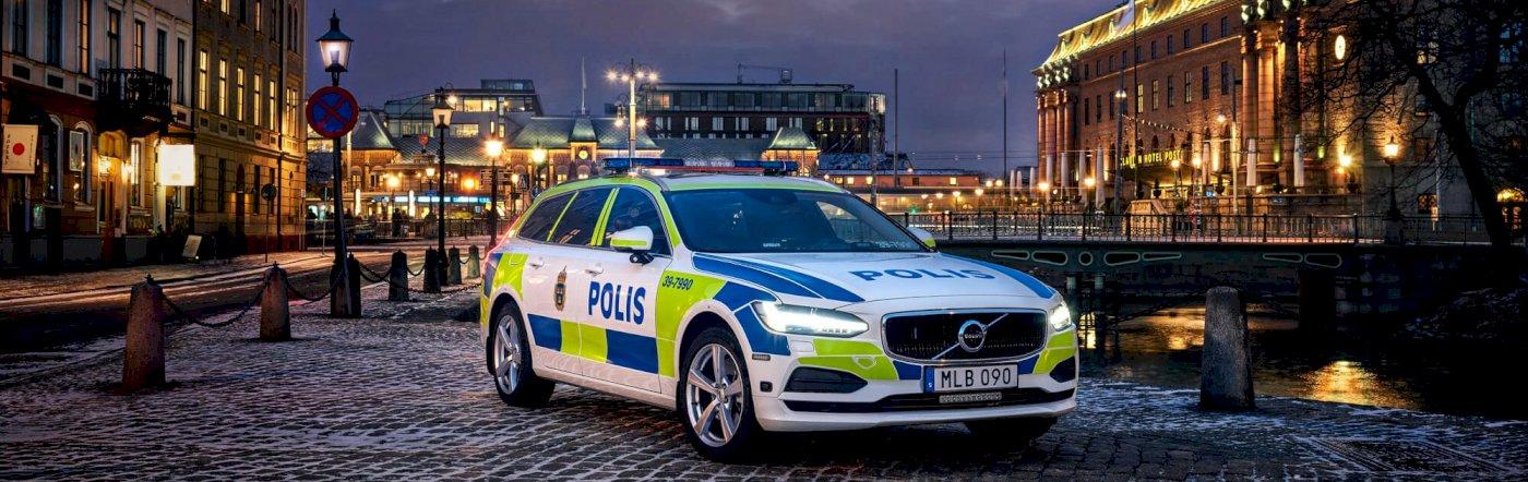 Volvo_V90_Momentum_Polizeiwagen_V90_Police_Car_Sweden_MY17_2_processed.jpg