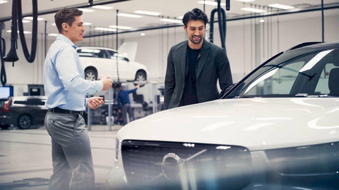 Volvo_Autohaus_zwei_Personen_Customer_Service_Retail_2019_43_processed.jpg
