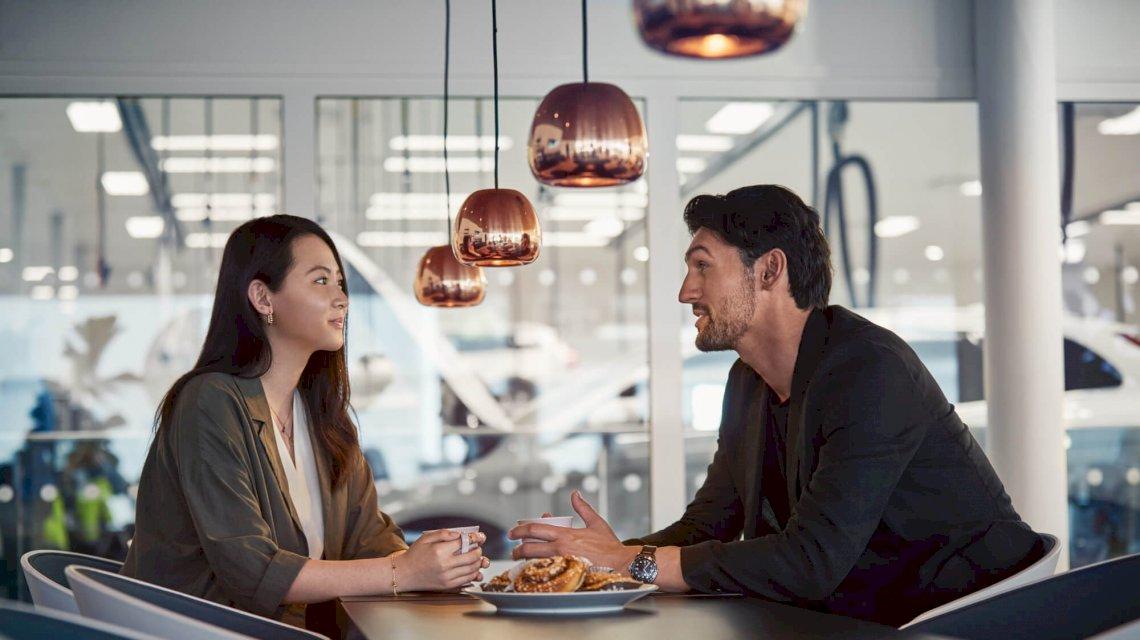 Volvo_Personen_Tisch_Customer_Service_Retail_2019_23_processed.jpg