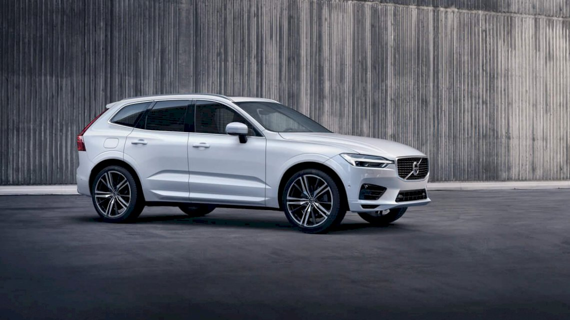 Volvo_XC60_R_Design_Crystal_White_Betonwand_TIM00237_processed.jpg